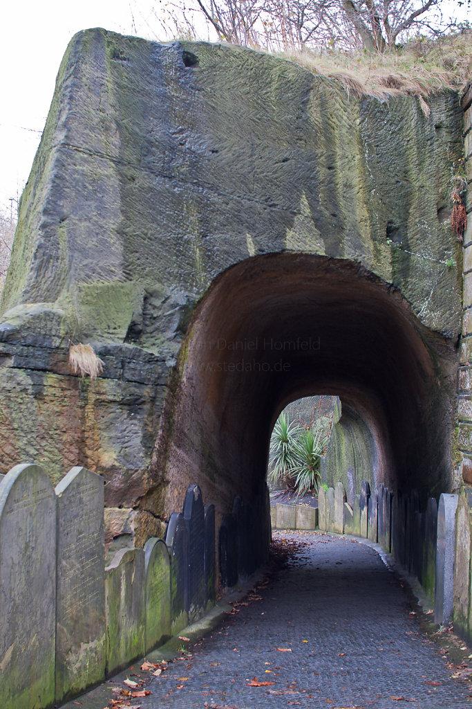 Tunnel zum Friedhof