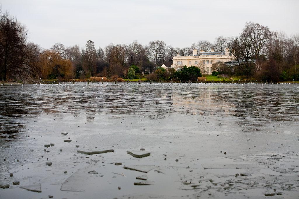 Zugefrorener See im Regent's Park