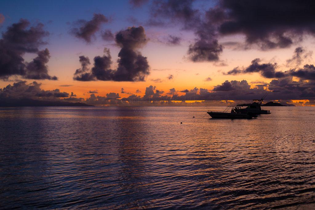 Sonnenuntergang in Grand Anse (Praslin)