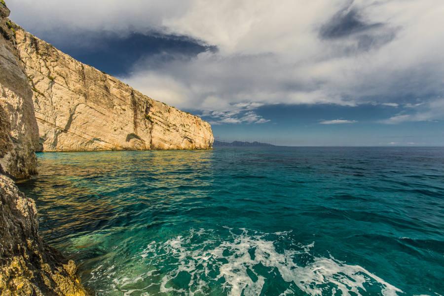 Felsvorsprung bei den blauen Grotten