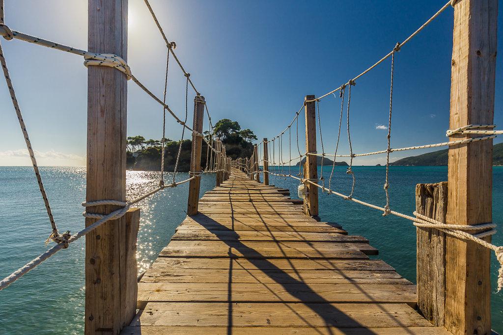 Steg zur Insel Agios Sostis